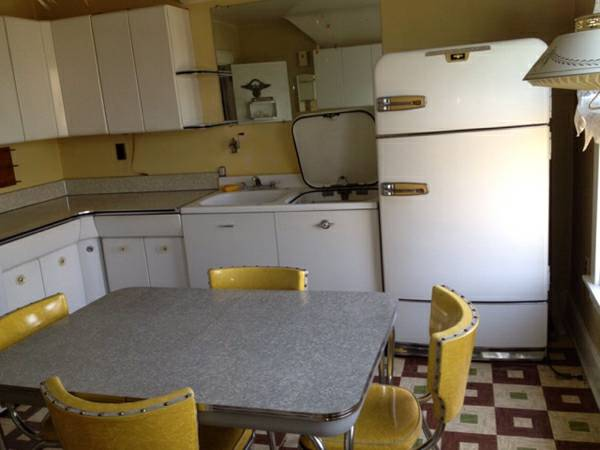 "Revive your mid mod home by rescuing a ""new"" old retro kitchen."