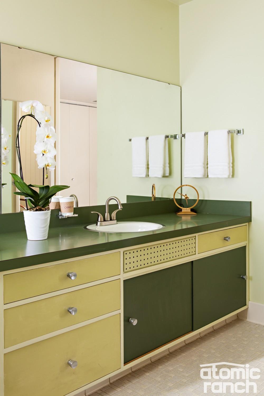 midmod details green bathroom