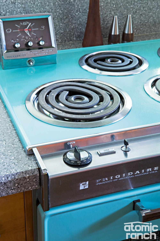 Midmod details stove