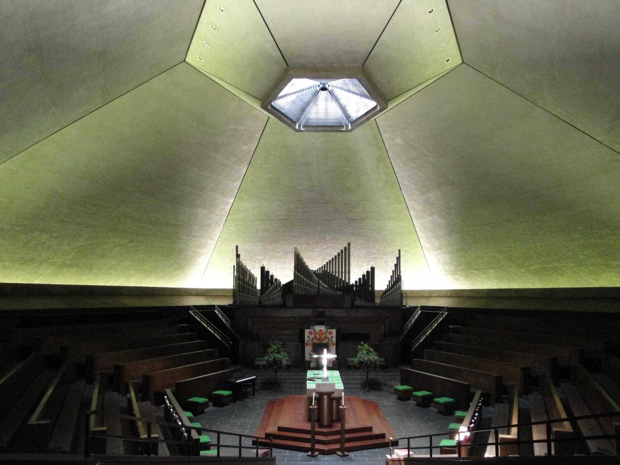 Inside Saarinen's North Christian Church