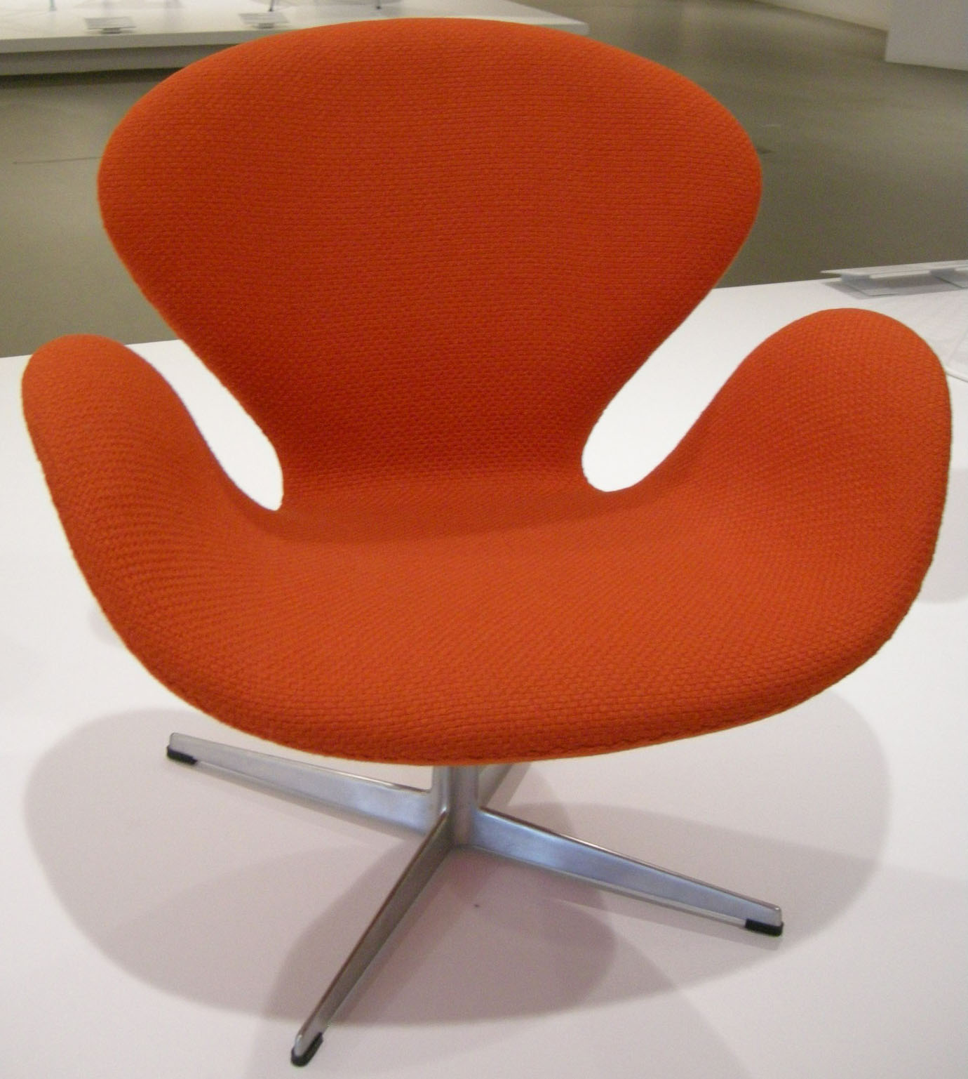 Swan chair. Image by sailko/Wikimedia Commons.