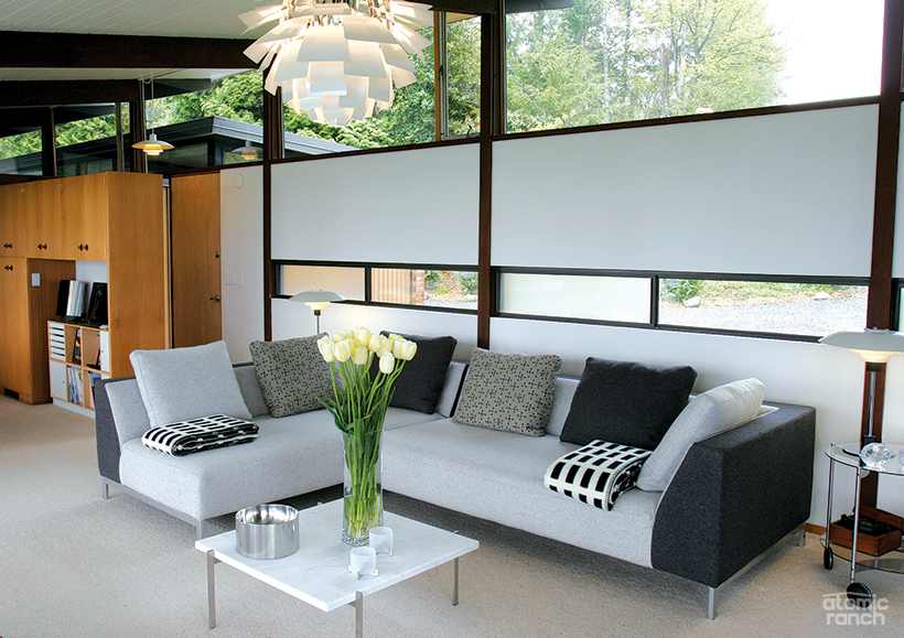 sectional area with Henningsen PH 4/5 table lamps