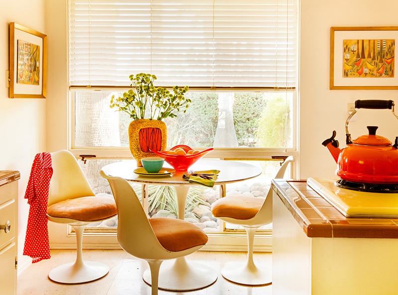a Saarinen tulip table and chairs set sits in author Peter Moruzzi's breakfast nook in his Palm Springs kitchen.