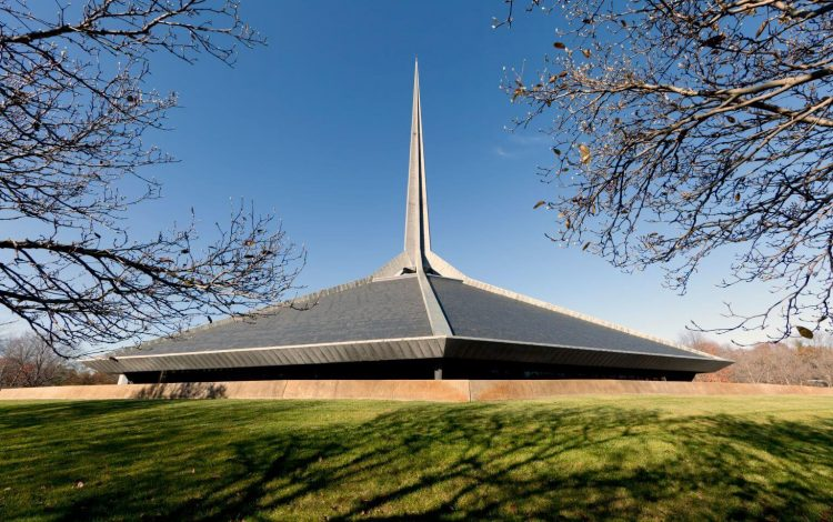 As a part of the many mid-mod towns across the United States, the North Christian Church features a geometric repose and a needle that reaches upward.