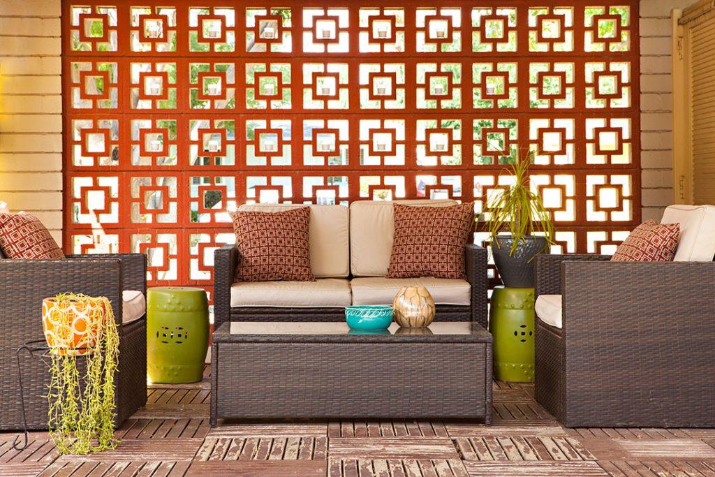 small mod patio with orange breezeblock wall