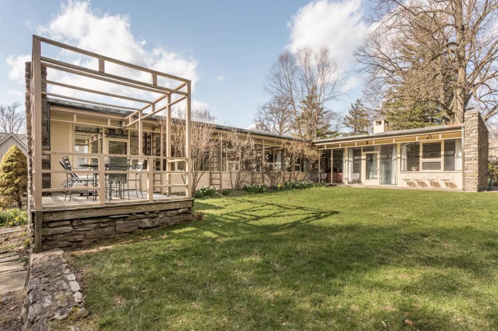 Frank Lloyd Wright Atomic Ranch Curbed