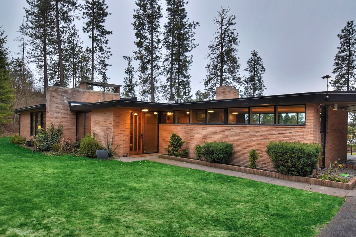 Tour A Dreamy Waterfront Midcentury Modern Home Home