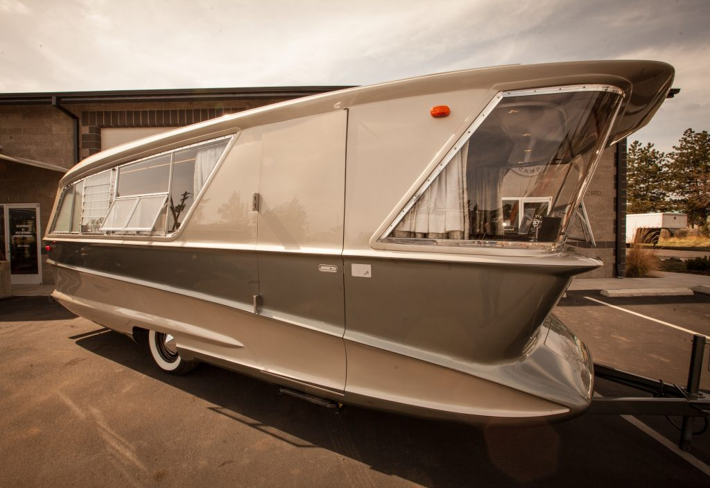 Want to know what goes into the vintage trailer restoration process? Flyte Camp shares a behind the scenes peek at their 1961 Holiday House Geographic Model X. Atomic Ranch