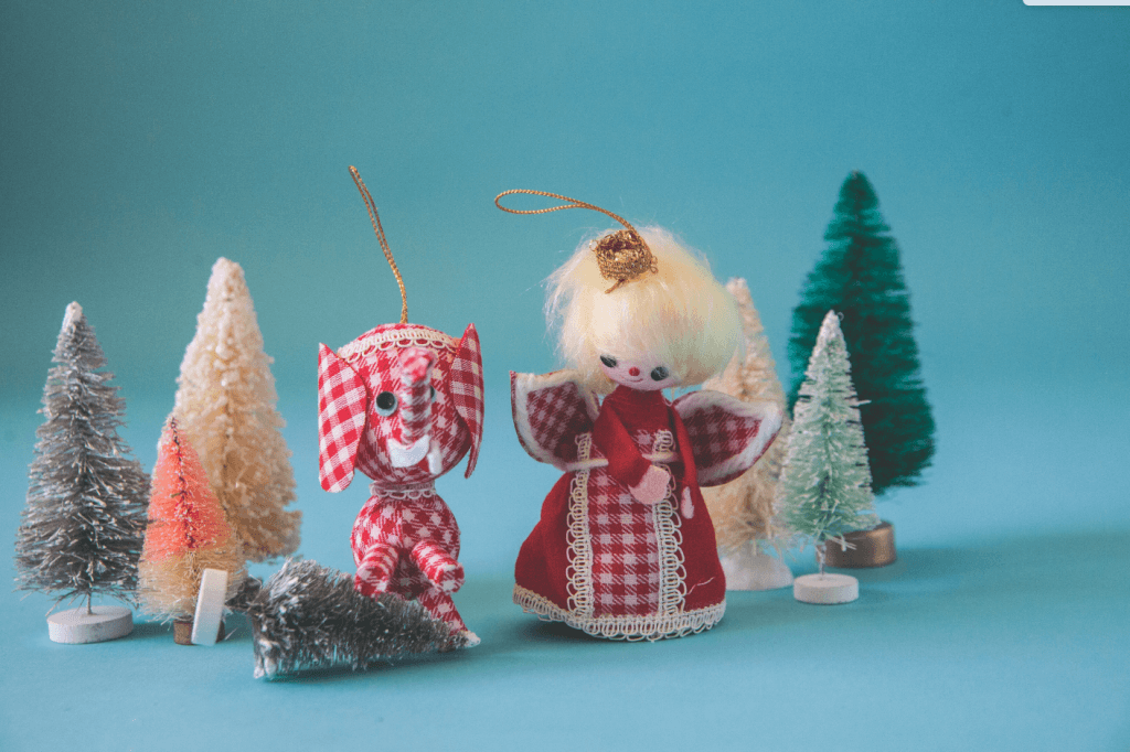 Angles were, and continue to be, a popular holiday decoration. Learn how to identify vintage angels from the 20th century and get started on your own collection! Atomic Ranch
