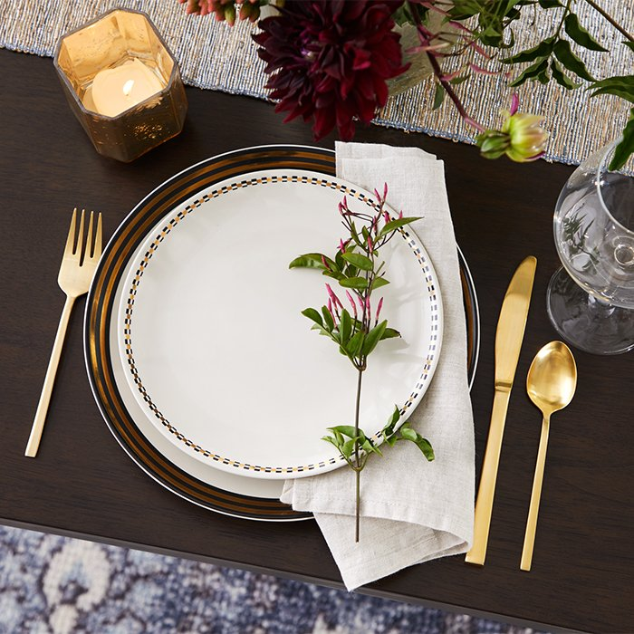Deck the halls and set the table—the holidays are here! Step up your next festive dinner party with a mid century Christmas table setting. We'll show you how! Atomic Ranch