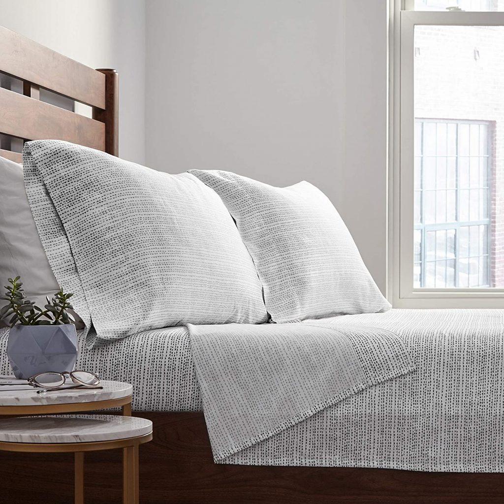white sheet set with half moon modern pattern