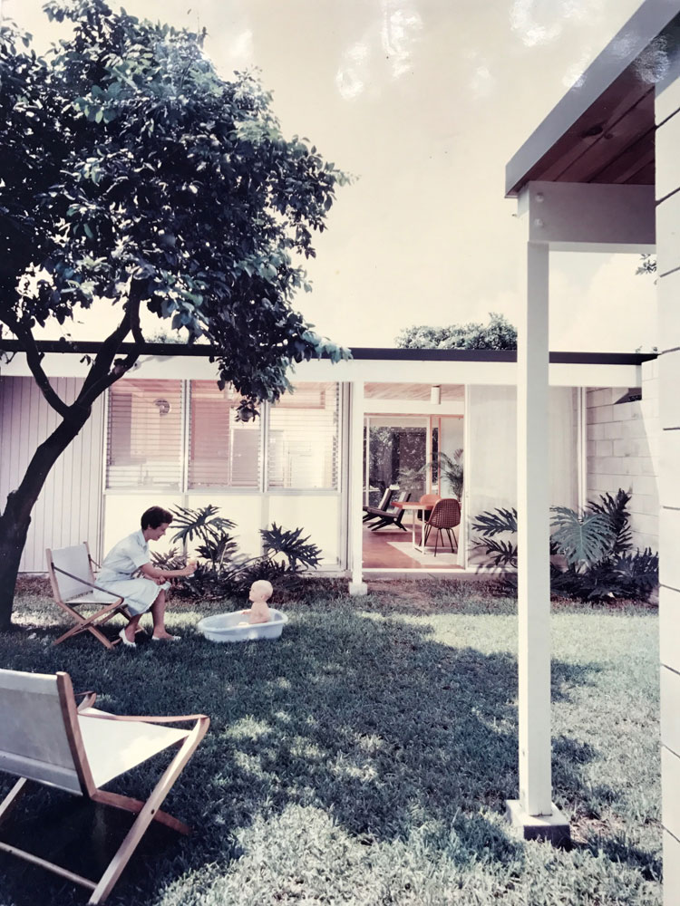 An early photography of the Leedy residence (1957).