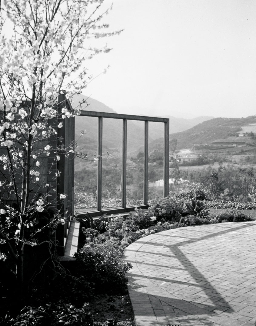 A windscreen with views of the Santa Monica mountains at Knapp Garden