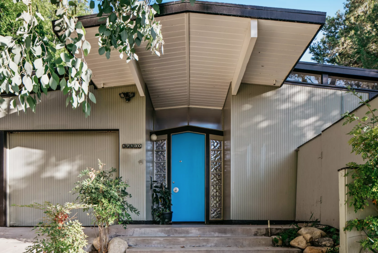 eichler cantilever home entryway