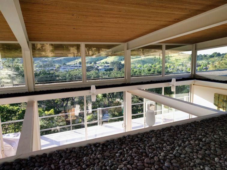 mid century modern clerestory windows on roofline with lava rocks