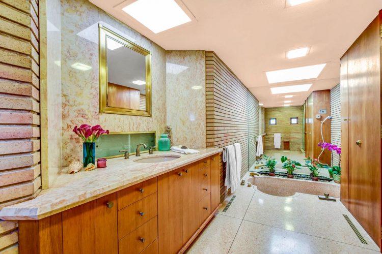 marvelous mrs. maisel home bathroom