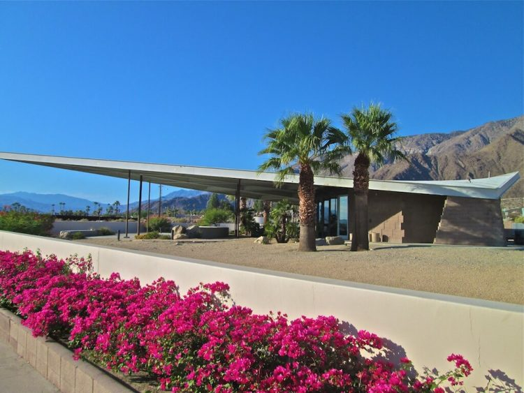 The paraboloid of the Tramway Gas Station as a reference to the Palm Springs School of Architecture