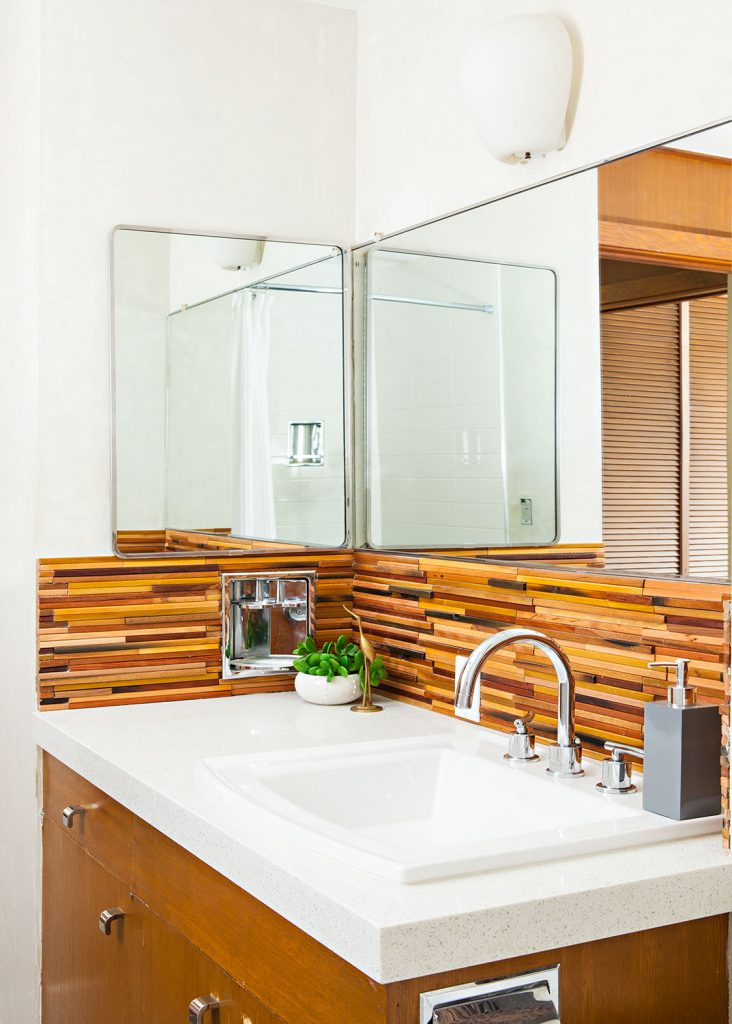Mid Century Modern bathroom with a slatted wood backsplash.