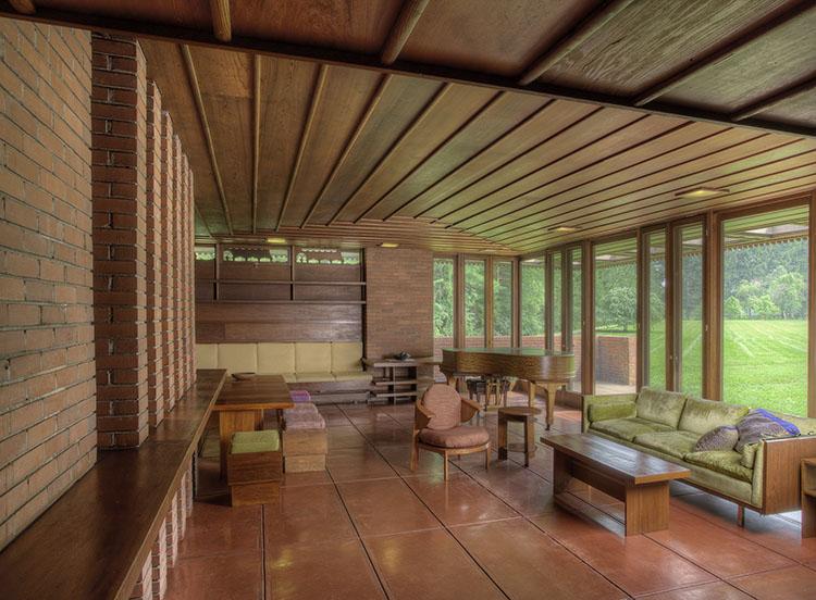 Living room at the Weltzheimer-Johnson House