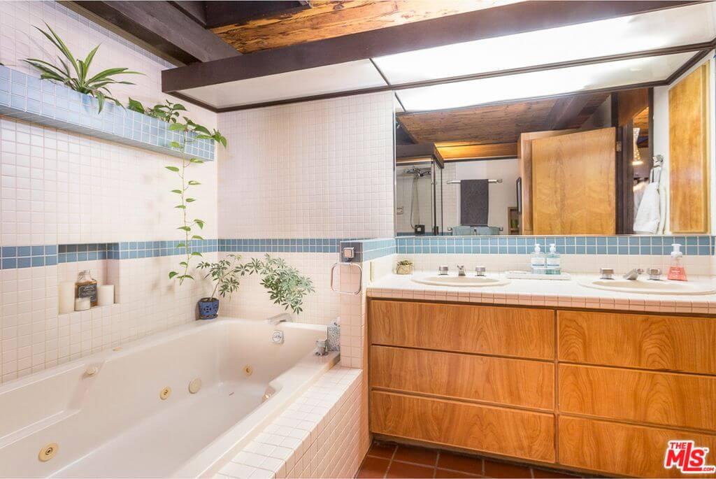 1973 Calabasas home bathroom