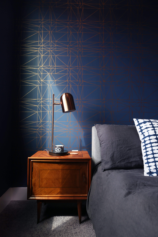 Dark blue wallpaper with gold geometric shape pattern.